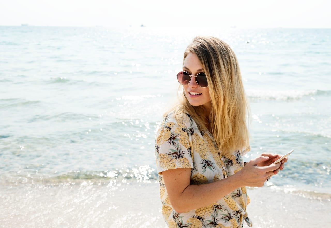woman-wearing-sunglasses-at-beach