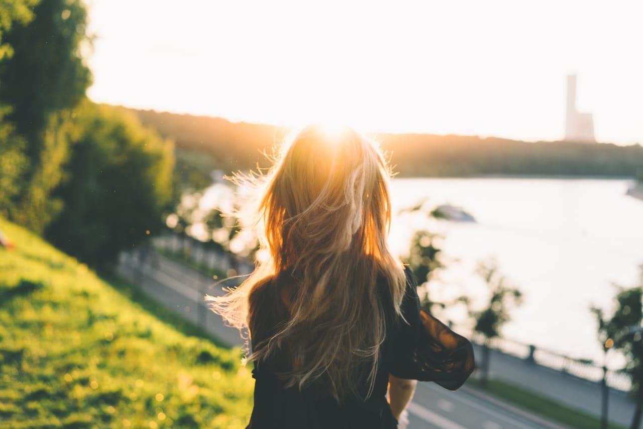 woman-outside-in-sun